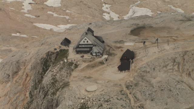 stockvideo's en b-roll-footage met hd: mountain hut - julian alps