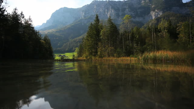 stockvideo's en b-roll-footage met mountain lake in fall (loopable) - bavarian alps