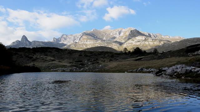Mountain lake (HD)