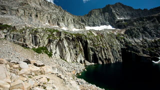 lago di montagna - parco nazionale di sequoia video stock e b–roll