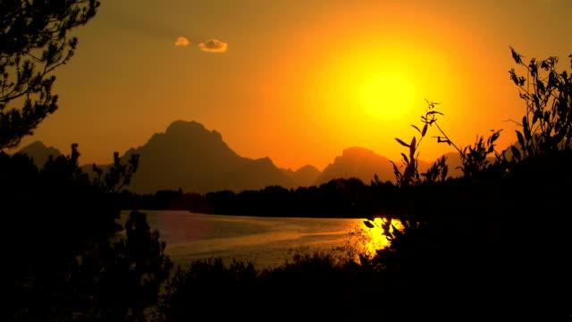 stockvideo's en b-roll-footage met mountain lake water at sunset - grand teton
