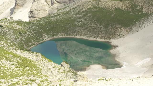 mountain lake with snowfield - tre cimo di lavaredo stock videos & royalty-free footage