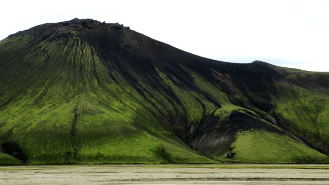 vídeos y material grabado en eventos de stock de paisaje de montaña en verano de islandia - cetáceo
