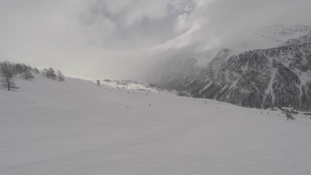 mountain landscape in winter seen from a ski lift - inquadratura dalla sciovia video stock e b–roll