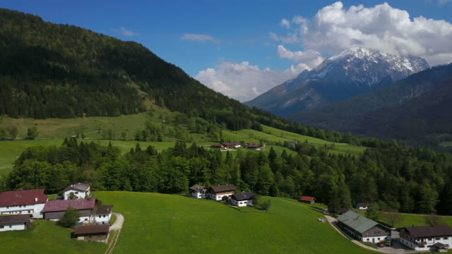 mountain landscape near ramsau, berchtesgadener land, upper bavaria, bavaria, germany - ベルヒテスガーデナーランド点の映像素材/bロール