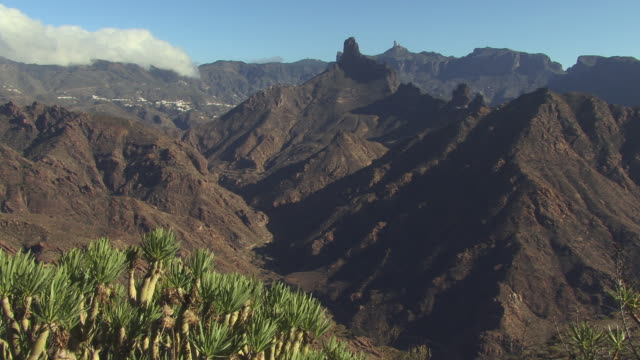 ws mountain landscape with view of roque bentaiga / gran canaria, spain - roque nublo grand canary stock videos and b-roll footage