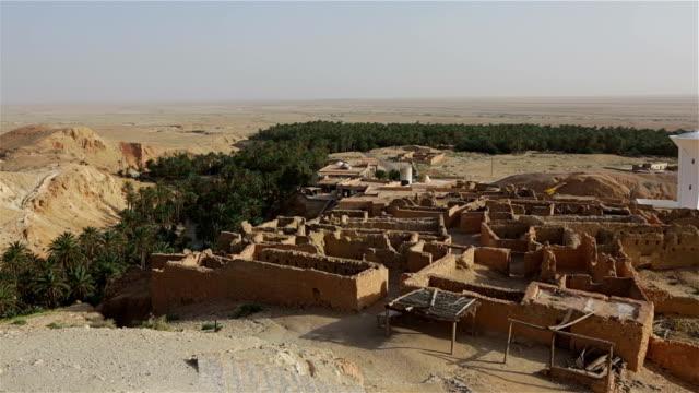 vídeos y material grabado en eventos de stock de oasis en las montañas del desierto chebika de túnez - oasis desierto