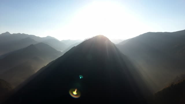 mountain peak in the morning - mountain range点の映像素材/bロール