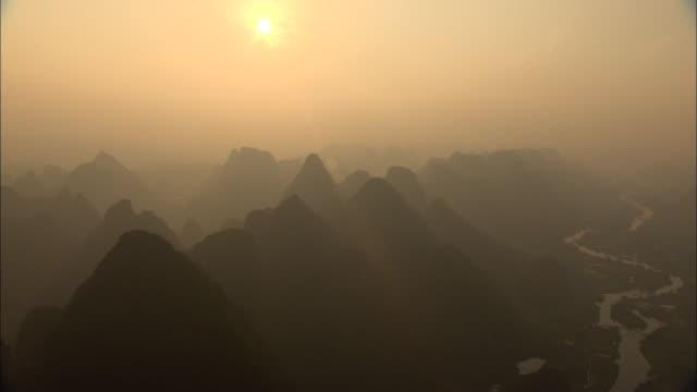 aerial ws zo mountain range and li river, guilin, guangxi zhuang autonomous region, china - guangxi zhuang autonomous region china stock videos & royalty-free footage