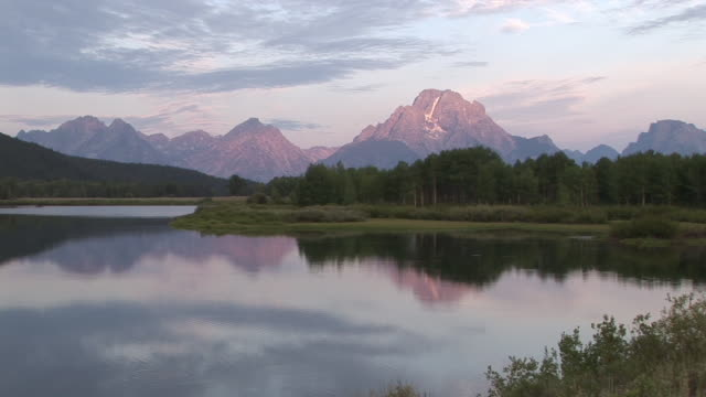 WS, Mountain range and Snake river at sunrise, Grand Teton National Park, Wyoming, USA