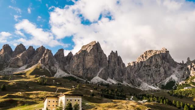 gebirge, dolomiten-italien - panorama stock-videos und b-roll-filmmaterial