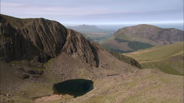 mountain ridge and tarn lake, snowdonia, wales - snowdonia stock videos & royalty-free footage