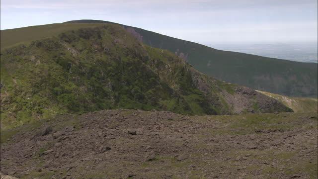 mountain ridges, snowdonia, wales - snowdonia video stock e b–roll