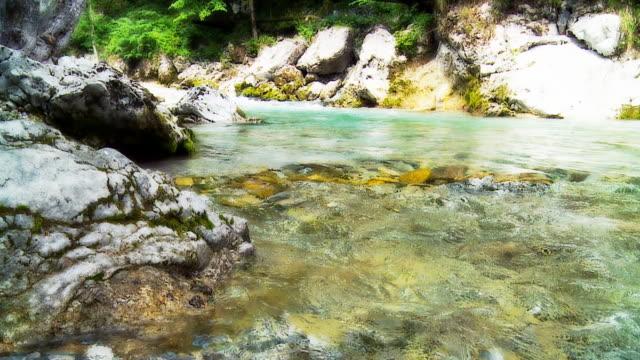 vídeos y material grabado en eventos de stock de hd cámara lenta: río de montaña - imagen virada