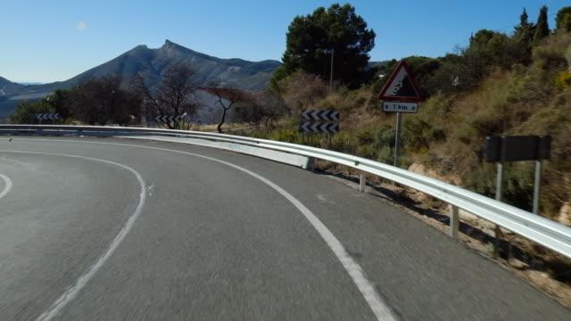 vídeos y material grabado en eventos de stock de mountain road - vía principal
