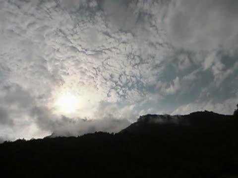 山 sky time lapse (低速度撮影) - エコツーリズム点の映像素材/bロール