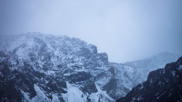 stockvideo's en b-roll-footage met berg sneeuwstorm - time-lapse - sneeuwstorm
