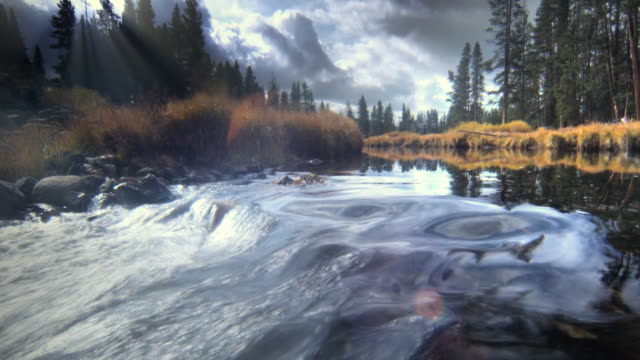 WS SLO  MO Mountain stream with sky / Yellowstone National Park, Wyoming, USA