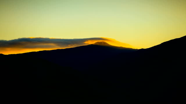 mountain sunrise, zentralprovinz, sri lanka: knuckles mountain range - mountain range stock-videos und b-roll-filmmaterial