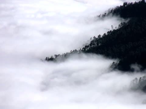 vídeos de stock e filmes b-roll de amigo: timelapse da montanha - forma de água