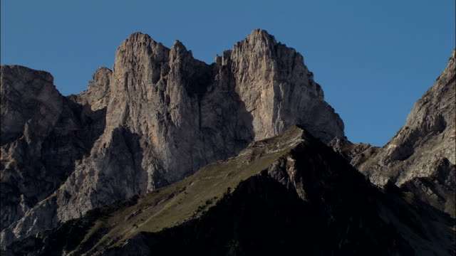 Montagne top-Vue aérienne-Provence-Alpes-Côte d'Azur, de Hautes-Alpes, France
