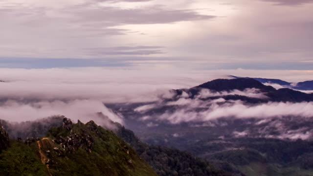 vídeos y material grabado en eventos de stock de montaña valle durante el amanecer - isla de sumatra