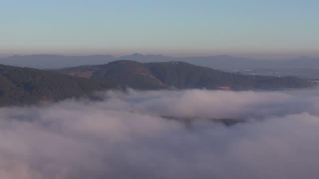 vidéos et rushes de mountain valley with nice cloud at dawn - vallée