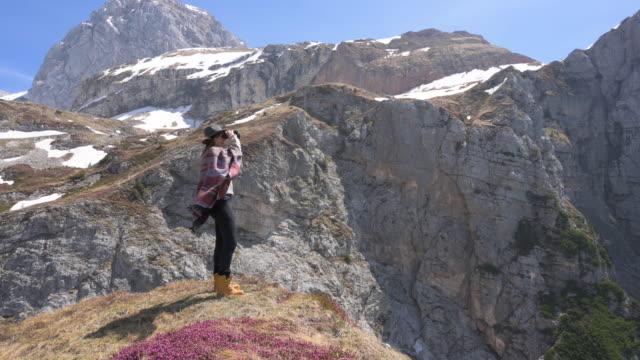 山の景色 - 双眼鏡点の映像素材/bロール