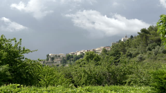 mountain village bonnieux - luberon stock-videos und b-roll-filmmaterial