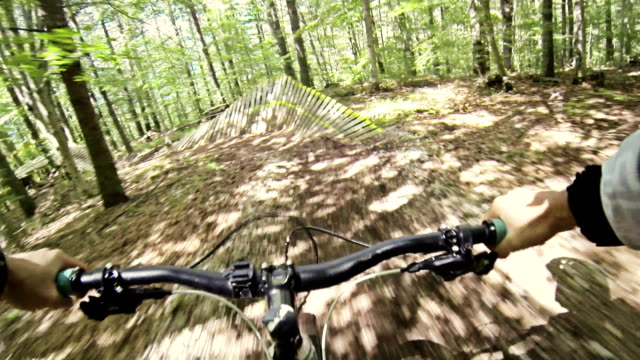 Mountainbike Video: Downhill in a bike park