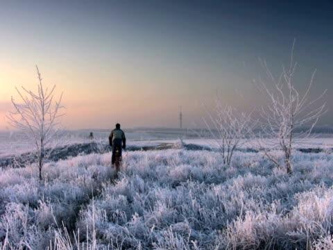 ntsc : マウンテンバイカー - winter点の映像素材/bロール