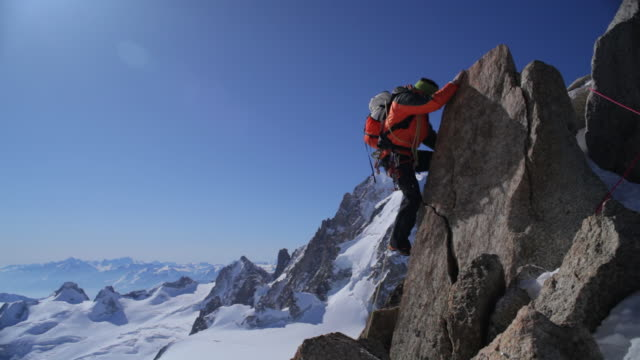 vídeos y material grabado en eventos de stock de ws tu mountaineer climbing in high mountains/french alps - escalada