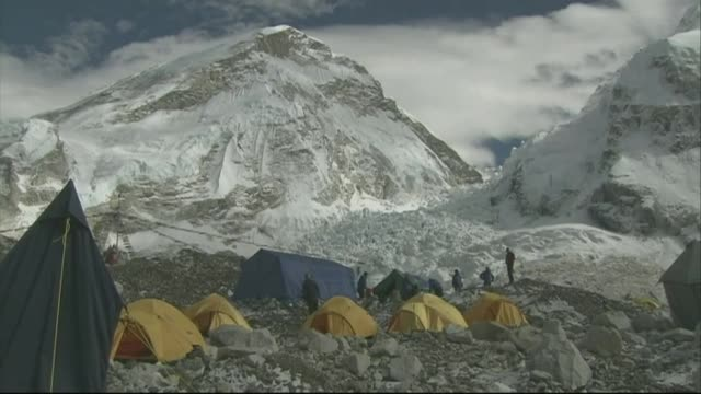 mountaineering / climate change: no ascents of everest in 2015; r02120907 / 2.12.2009 yellow tents pitched at everest base camp - base camp stock videos & royalty-free footage