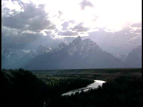 ws, mountains and river, grand teton national park, wyoming, usa - parco nazionale del grand teton video stock e b–roll
