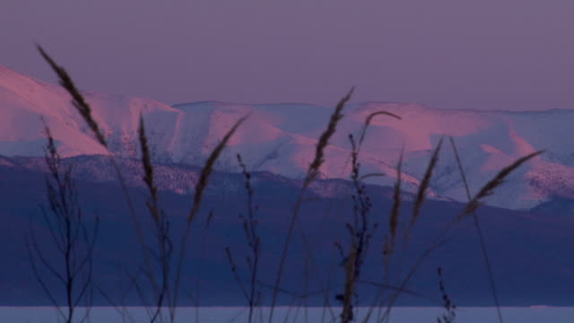 stockvideo's en b-roll-footage met mountains at sunset - gepunt