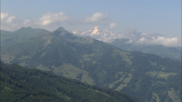 aerial mountains at zell am see / salzburg, austria - 北チロル点の映像素材/bロール