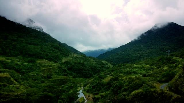 熱帯雨林で覆われた山。ターコイズリバー - パナマ点の映像素材/bロール