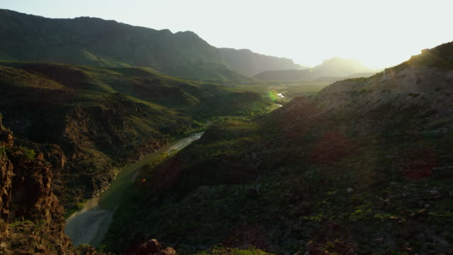 stockvideo's en b-roll-footage met mountains in big bend national park at sunset - meer dan 50 seconden