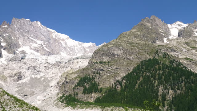 mountains in the alps / valle d'aosta, italy - natural landmark stock videos & royalty-free footage
