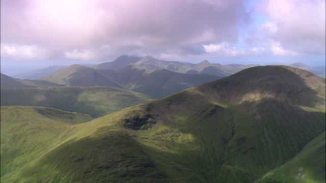 mountains on mull - mull stock-videos und b-roll-filmmaterial