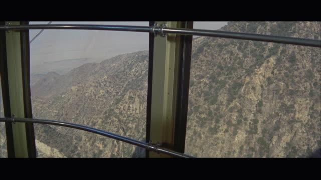 vídeos de stock, filmes e b-roll de 1967 pov mountains seen from gondola car - formato letterbox