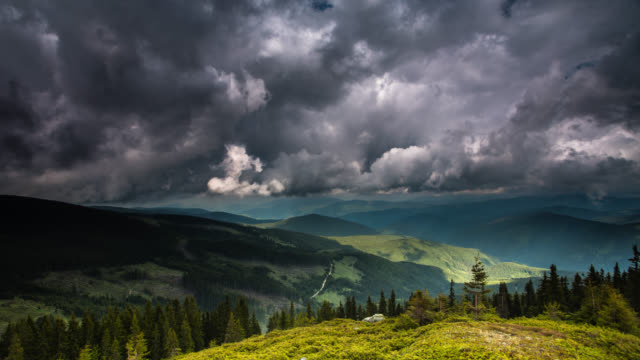 time lapse: montagne - transilvania video stock e b–roll