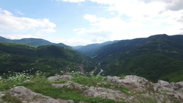vídeos de stock, filmes e b-roll de montanhas - bulgária