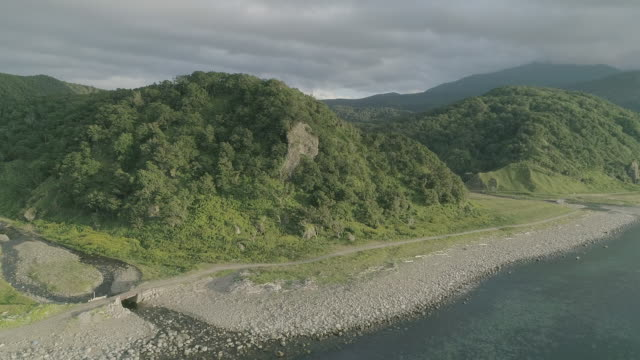 stockvideo's en b-roll-footage met mountainscape and seascape of shiretoko, japan - grind