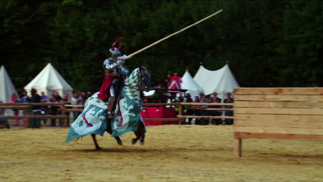 mounted amoured knights jousting - cavalleria video stock e b–roll