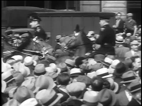b/w 1933 mounted police amongst crowd at communist demonstraton / union square nyc - 働く動物点の映像素材/bロール