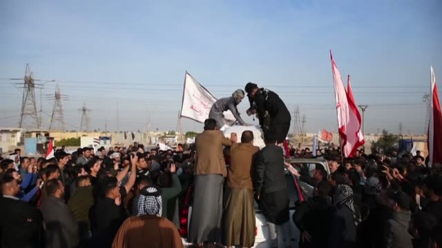 stockvideo's en b-roll-footage met mourners hold the funeral procession in the southern iraqi city of nasiriyah for the members of hashed alshaabi who were killed on sunday following a... - nasiriyah