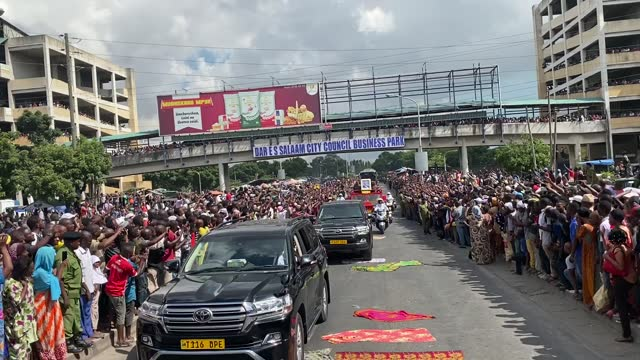 mourners lined the streets of dar es salaam to bid farewell to the late president magufuli, weeping and throwing flower petals. president john... - タンザニア点の映像素材/bロール
