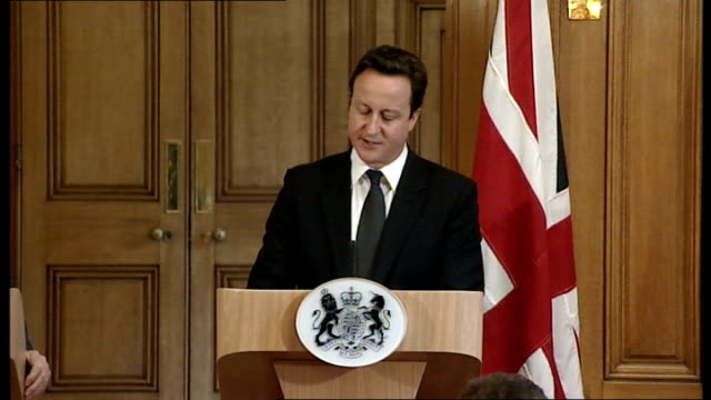 vídeos y material grabado en eventos de stock de moussa koussa defection to uk; england: london: david cameron mp towards to podium with recep tayyip erdogan david cameron mp press conference sot -... - abandonar