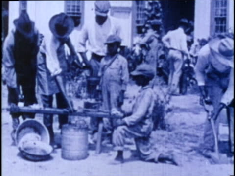 vidéos et rushes de movable schools for negro farmers offer training in hygiene nursing and agriculture for africanamerican families in the 1920s - histoire des afro américains aux états unis
